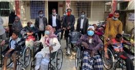 মিরপুরের ৮ প্রতিবন্ধী পেলো সরকারি হুইল চেয়ার