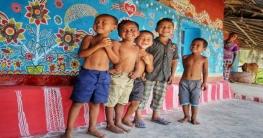 বিদেশি পর্যটকদের ভিড় 'আলপনা গ্রামে'