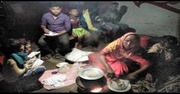 দামুড়হুদায় হাট-বাজারে শীতের পিঠা বিক্রির ধুম