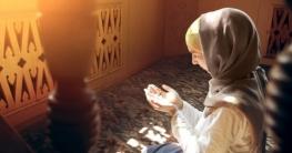 পরপুরুষের সামনে নারীরা নামাজ পড়তে পারবে কী?